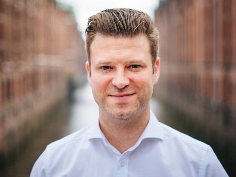 Andreas Groke ist Managing Director und Co-Founder von Videobeat Networks. Nach seinem Studium war er zunächst als selbständiger Produzent und Regisseur tätig. Er ist seit 2017 als Dozent für Videomarketing an der Hamburg Media School aktiv (Foto: Videobeat)